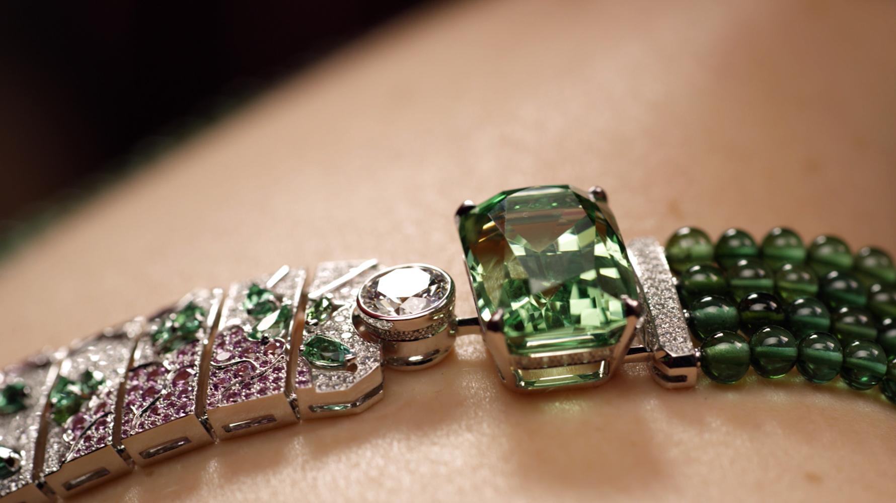 5_CHANEL_Coromandel-Legend_green_gem_necklace
