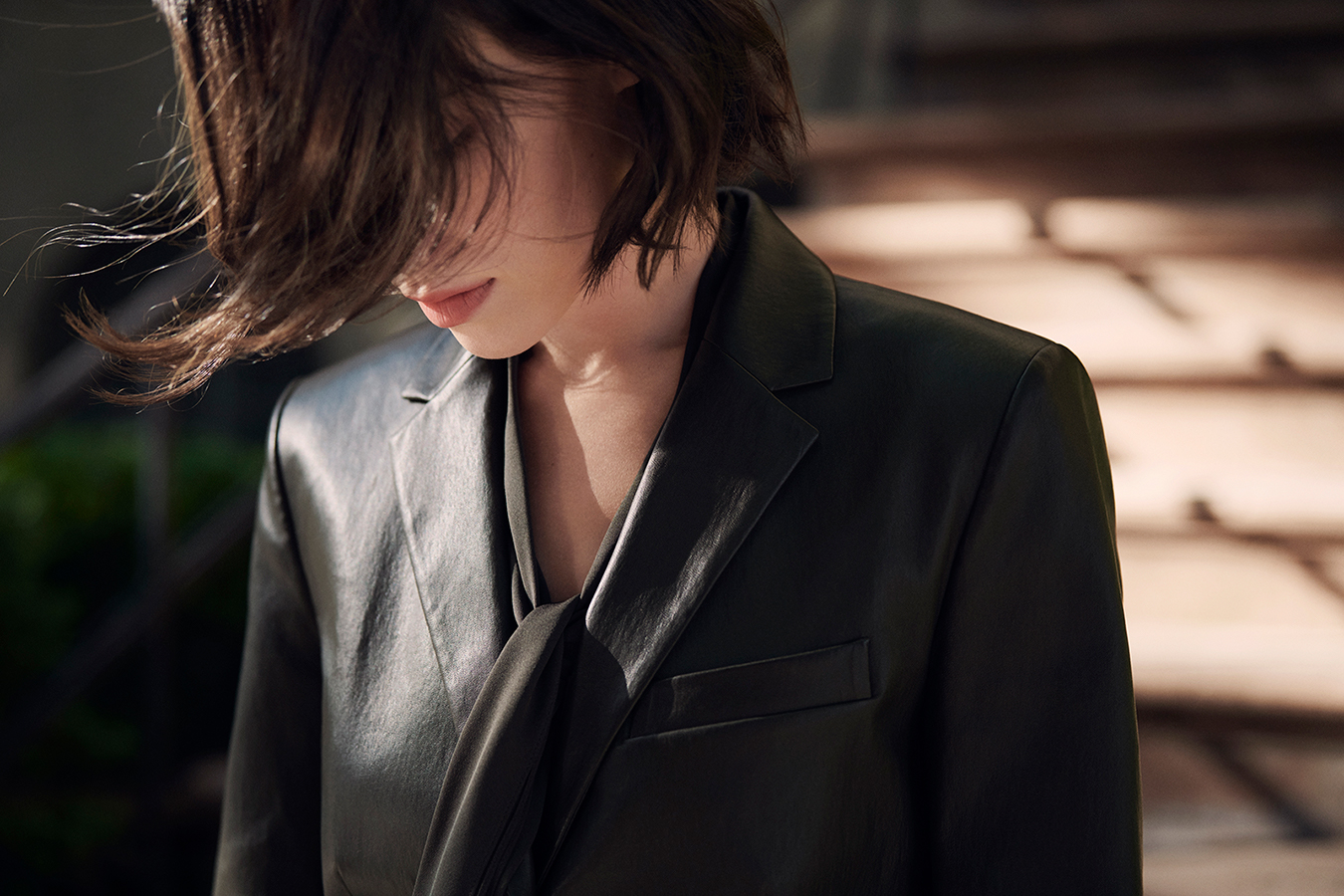 Theory_2019_Fall_Campaign_5_womens_leatherjacket